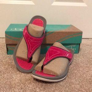 NEW Dansko Fuchsia Suede Flip Flop Sandals